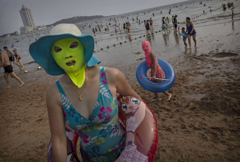 Si vas a la playa no te olvides del 'facekini' Nrm_1409250075-454186938