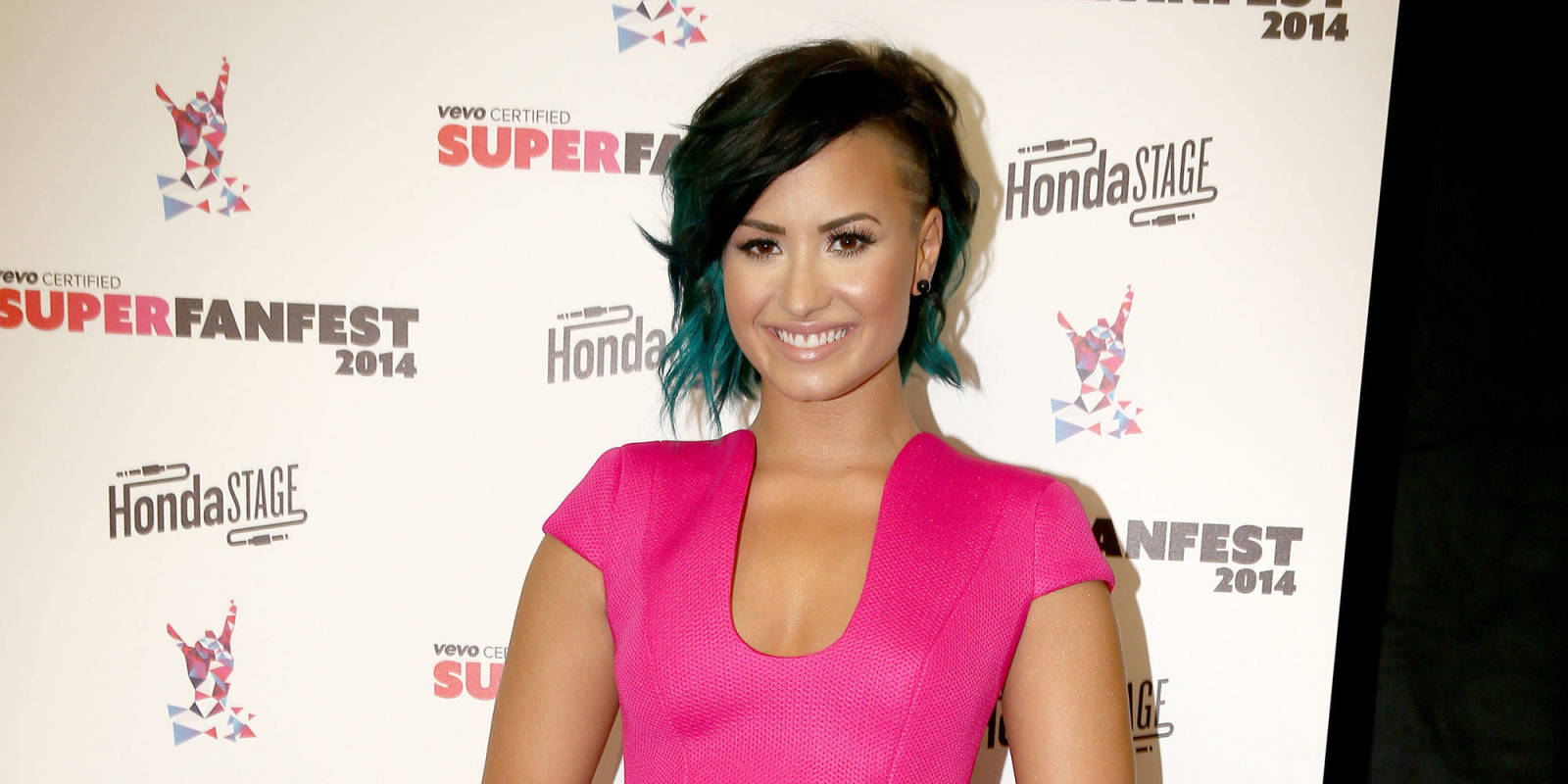 Demi Lovato's Flashes Maj Side Boob With Her Awesome New ...