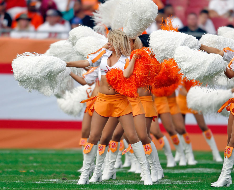 http://cos.h-cdn.co/assets/14/44/980x795/nrm_1414513061-cos120114cheerleaders_006.jpg