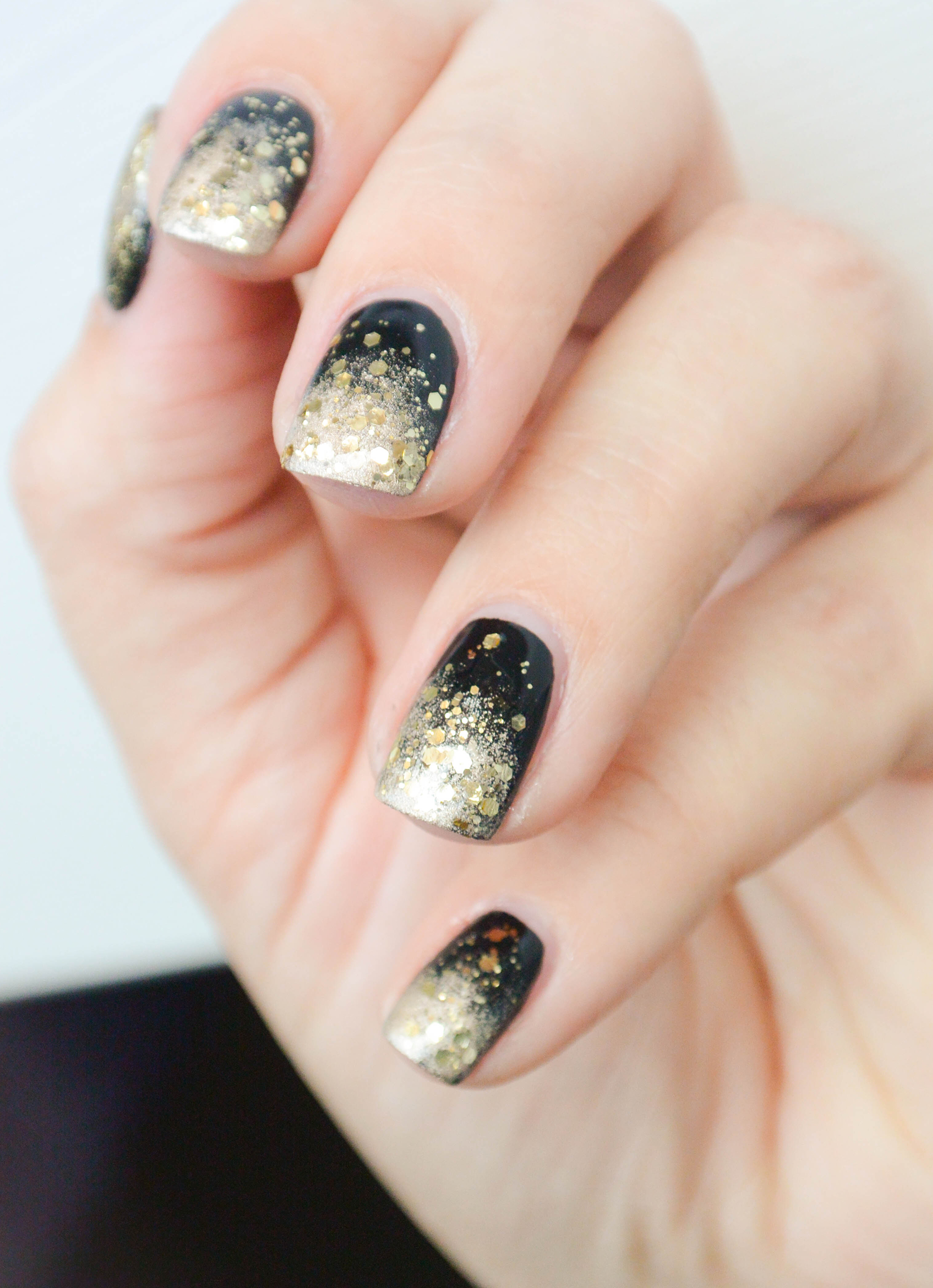 Sparkly new year 39 s eve ombr nails nail tutorial for Nageldesign ombre