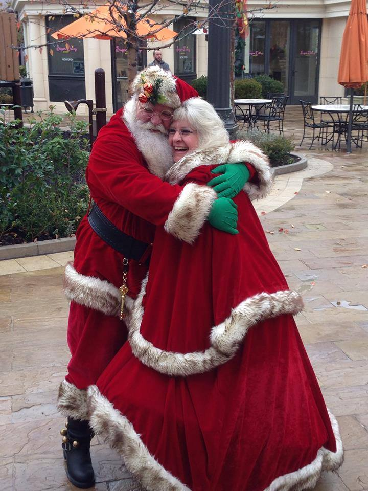 What It's Really Like to Be a Mall Santa and Mrs. Claus