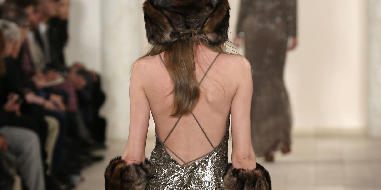 Cosmopolitan Bedroom Blog 14 Gorgeous Gowns With Breathtaking Backs