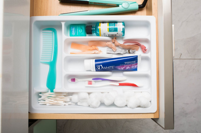 Bathroom hacks- Toiletries in kitchen tray