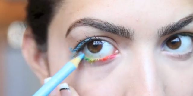Beauty Hacks That You Should NEVER Try | Color Pencil As Eyeliner