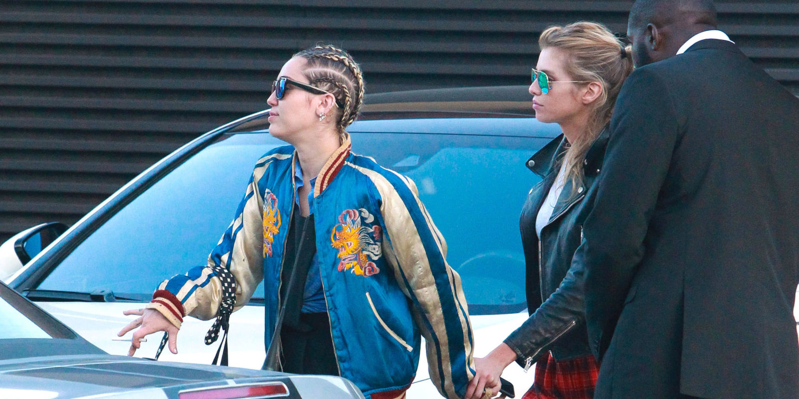 who is miley cyrus dating now 2013 Rumors that miley cyrus is dating kellan lutz began after they is miley cyrus dating kellan lutz by paige schwartz, december 18, 2013 click to.