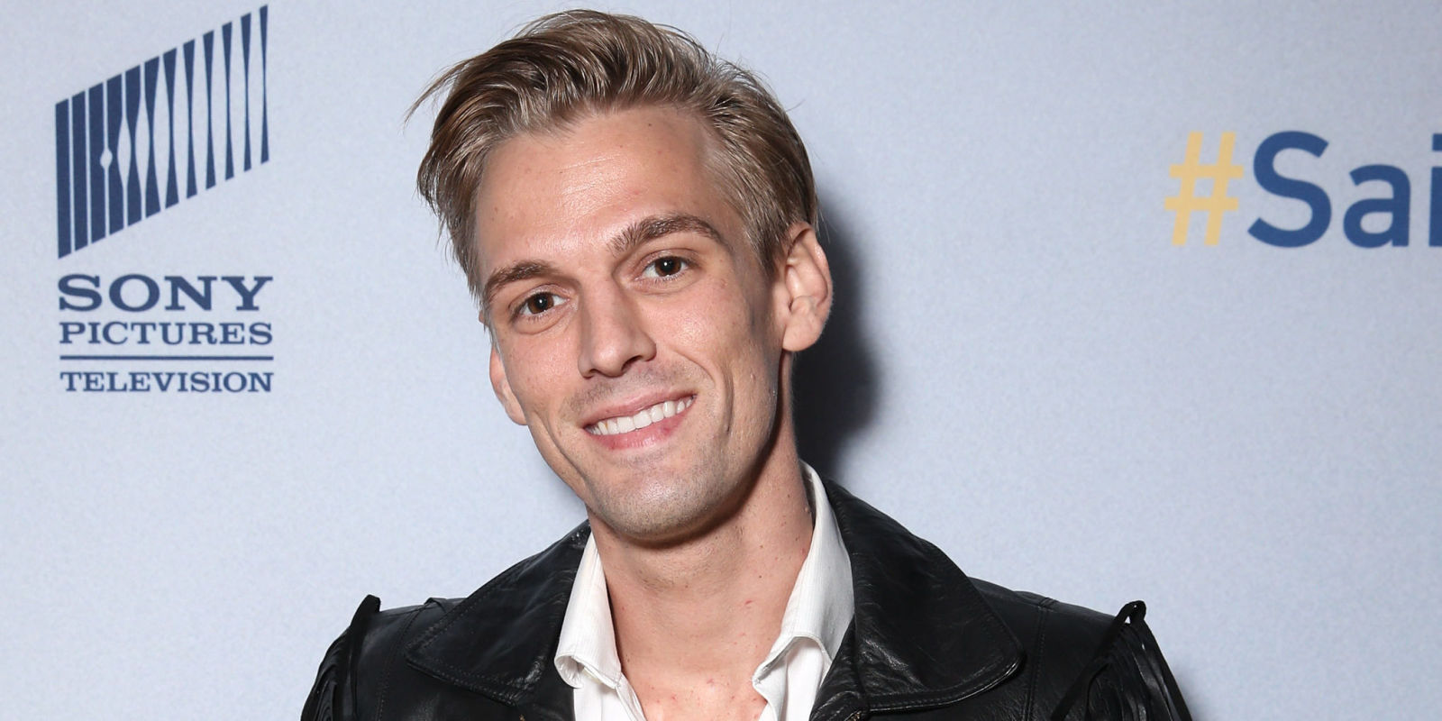 The 29-year old son of father Robert Carter and mother Jane Spaulding, 185 cm tall Aaron Carter in 2017 photo