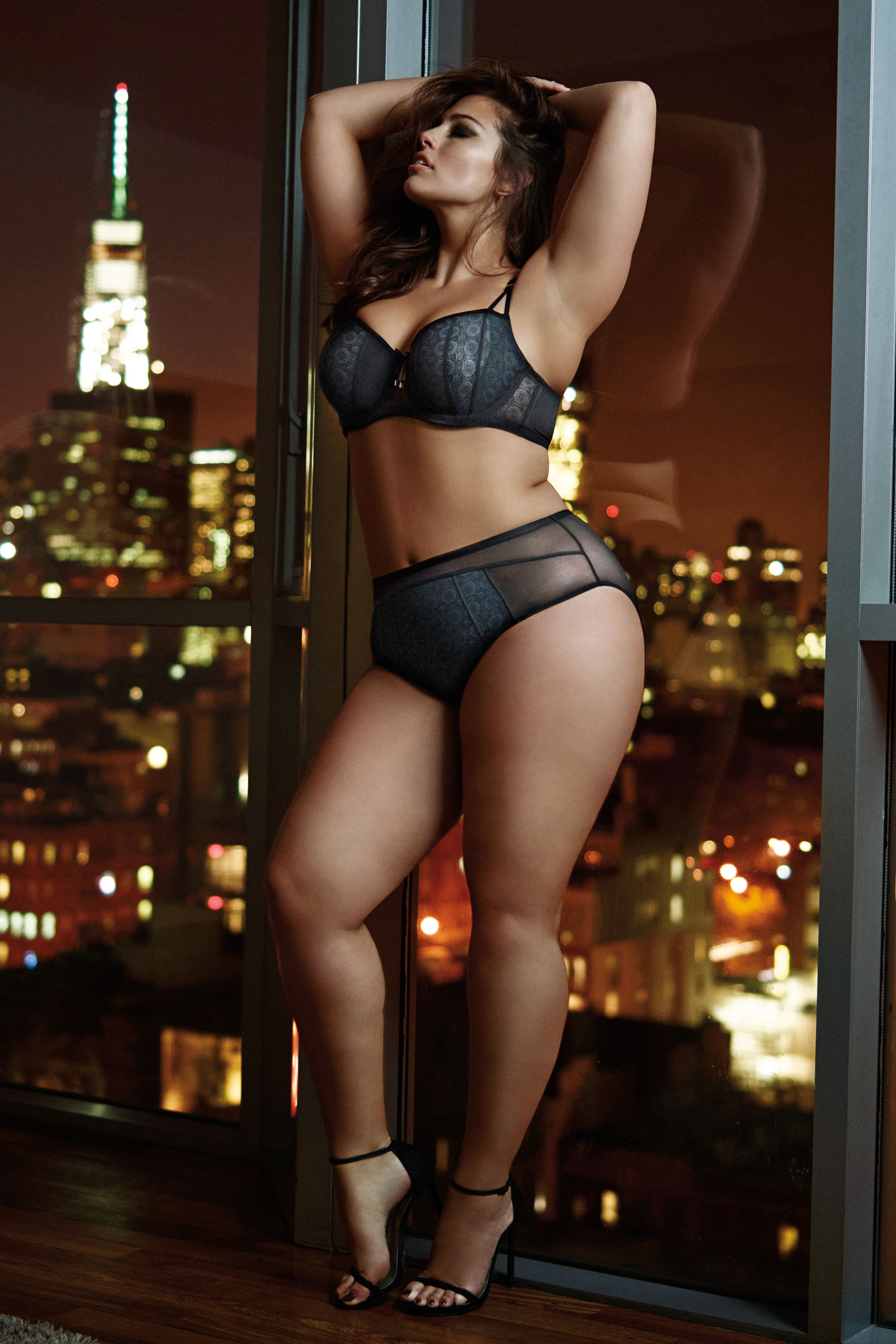 Toyota Jan Hot Photos >> 25 Sexy Valentine's Day Lingerie Looks for Women With Big Busts