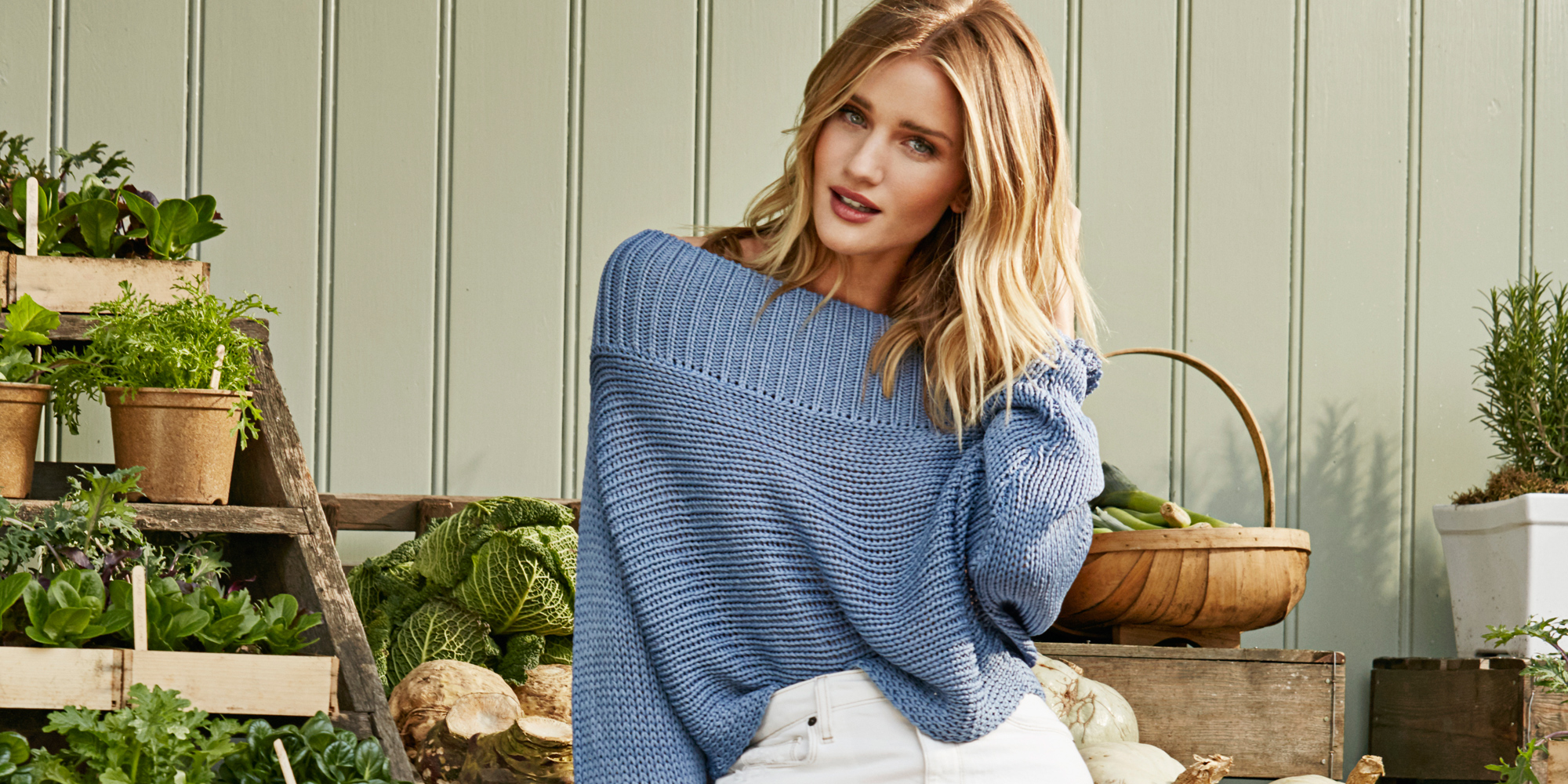 Rosie Huntington-Whiteley finds time for a selfie