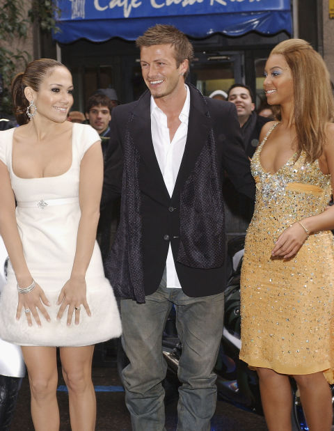 J.Lo stays composed while exchanging smiles with Bey (alongside David Beckham) during the premiere of their Pepsi commercial.