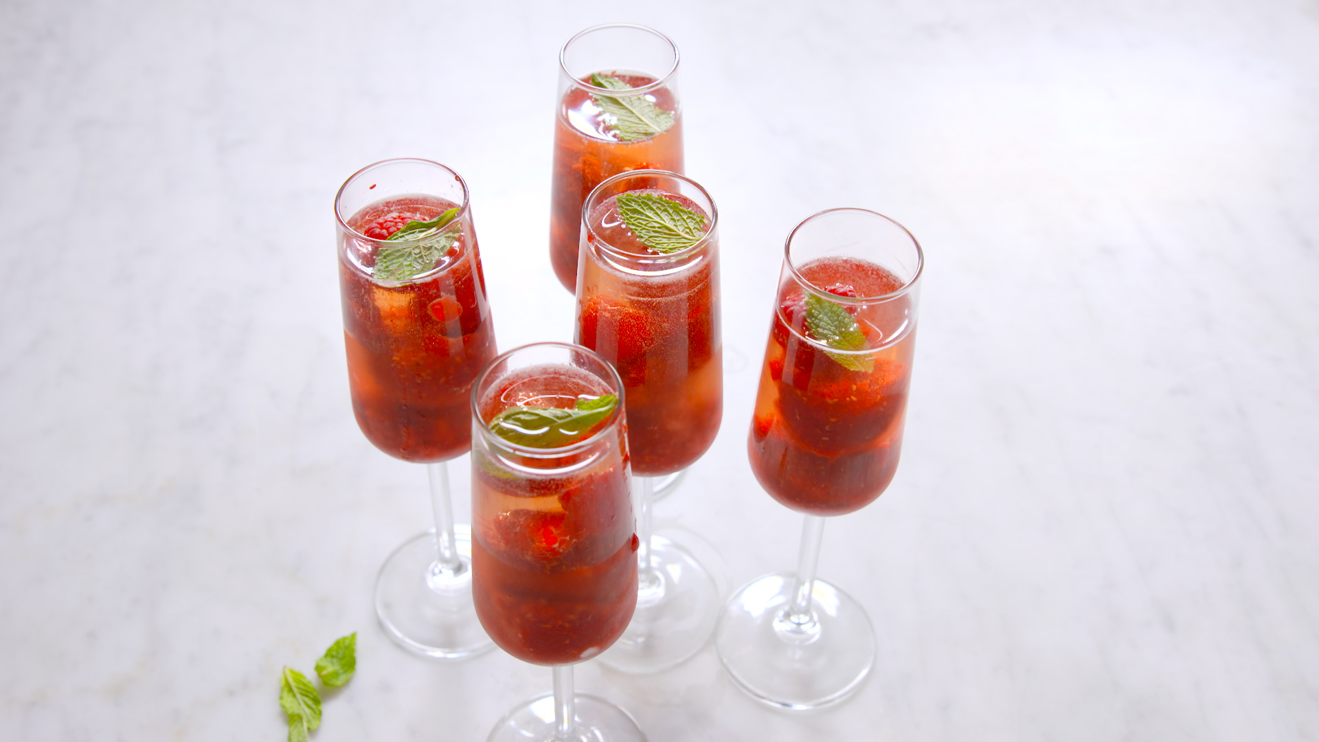 22 Summer Cocktails - Recipes for Summer Alcoholic Drinks - Delish.com
