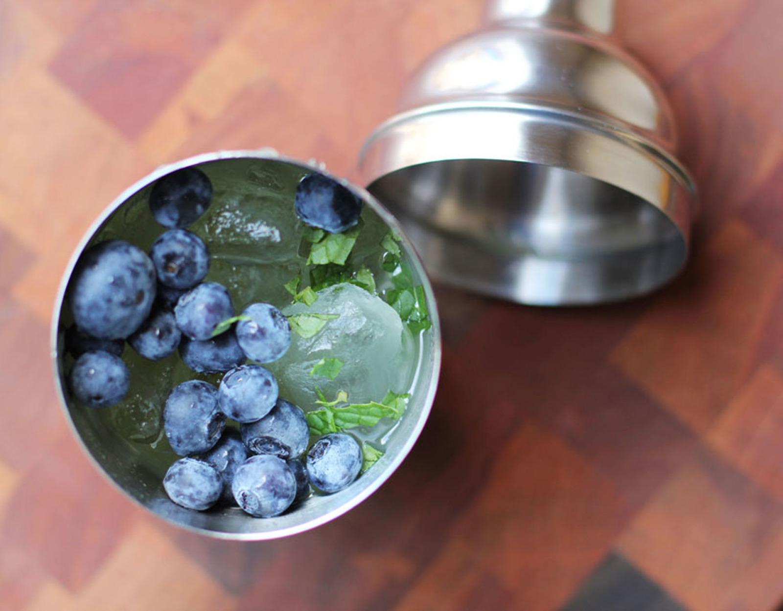 15 Gorgeous & Delicious Fruity Cocktails
