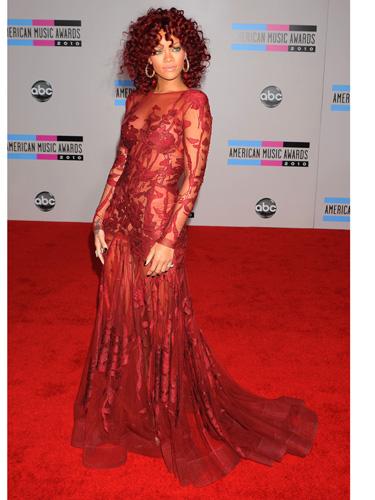 rihanna-red-dress-red-carpet