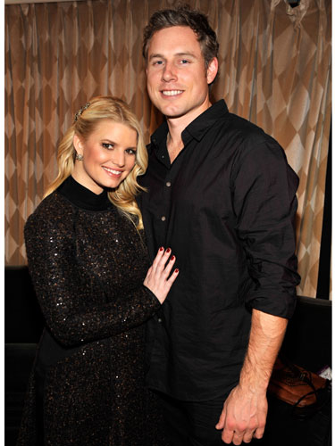 Celebrities dating nfl players