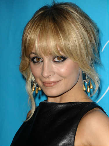 Growing Out Bangs Hairstyles - How to Grow Out Bangs