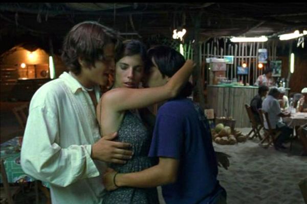 Y Tu Mama Tambien - Inte mycket som lämnas till fantasin i denna sexiga filmrulle, följ med Gael Garcia Bernal på en het resa genom Mexiko.