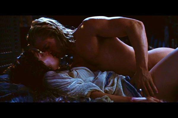 Troja - vem älskar inte alla dessa naken scener med alla kvinnors favorit Brad Pitt, flera underbara heta scener.