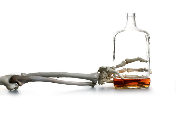 the different ways in which alcoholism can kill But while there are always tons of opportunities to enjoy a cocktail, there are also ample ways that too much alcohol can negatively impact your mind and body 9 scary ways too much alcohol affects your body health 9 scary ways too much alcohol affects your body.